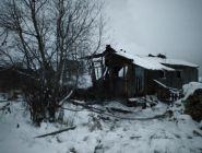 В поселке Удимский глубокой ночью горели 3 нежилых дома