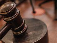 Двое молодых людей предстанут перед судом по обвинению в краже чужого имущества и угоне автомобиля