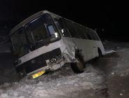 В Котласском районе рейсовый автобус столкнулся с легковым автомобилем, есть пострадавшие