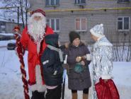 Дед Мороз и Снегурочка поздравили пешеходов с Новым годом