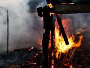 В Вычегодском горели гаражи