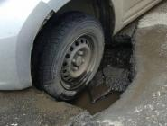 Губернатор поручил разобраться с ямами на дорогах