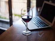 Продажу алкоголя в интернете могут легализовать с 2019 года