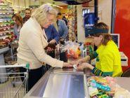 Малообеспеченным россиянам предлагают выдавать продуктовые сертификаты