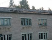 В Куимихе от ветра разрушилась часть крыши на здании школы
