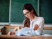 Минпросвещения и Минтруд возьмут на контроль вопрос о базовом окладе учителей в регионах