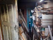 Пенсионер завалил квартиру мусором и чуть не сжег дом